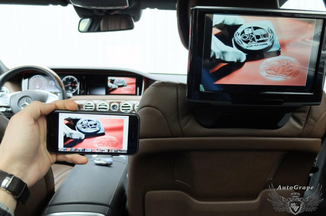 MirrorLink мониторы для задних пассажиров Mercedes